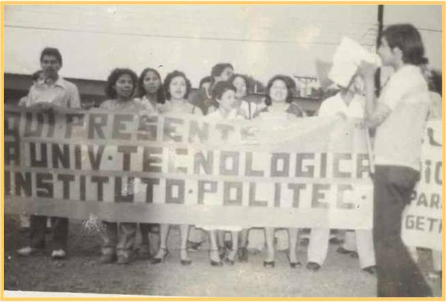Estudiantes y administrativos luchando por la creación de la UTP
